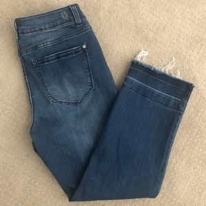 Kensie Cropped Jeans with Frayed Hem Size 6/28